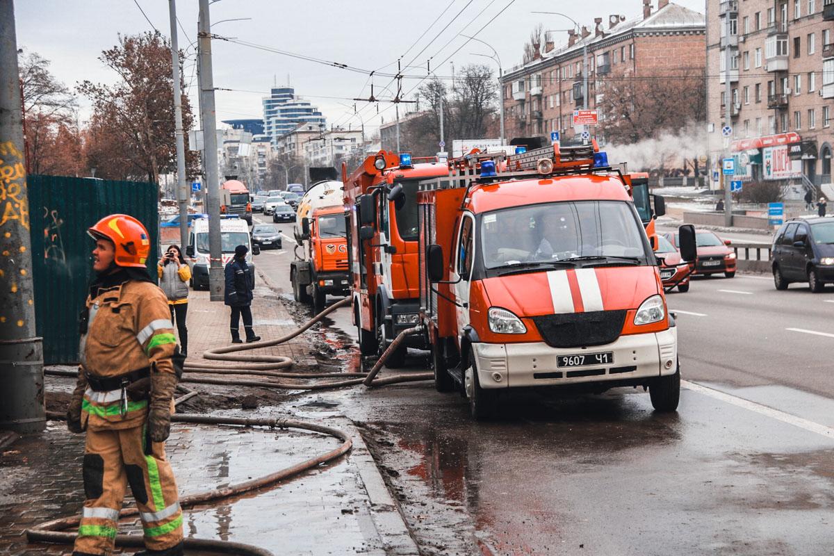По адресу бульвар Дружбы Народов, 15 на стройке произошел пожар