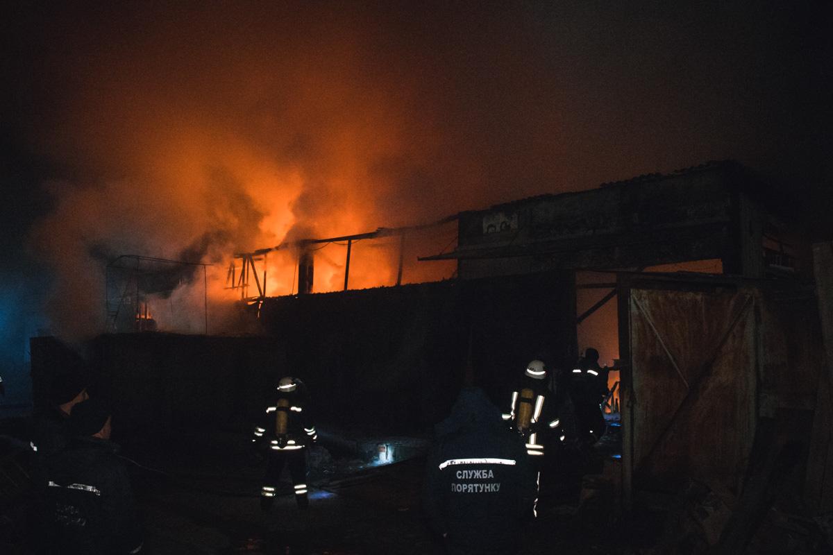 Со слов очевидцев, охранник успел выйти из помещения еще когда пожар только начинался