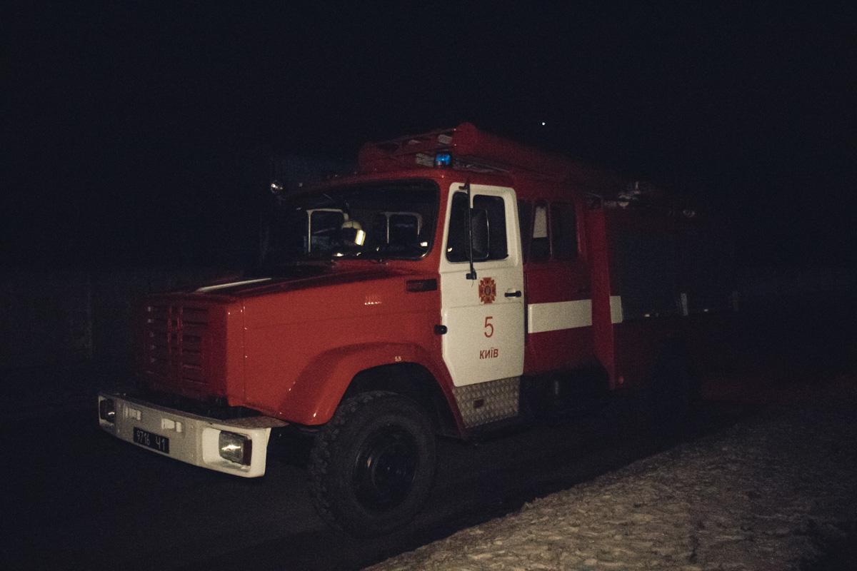 На месте работали 9 единиц основной и специальной пожарной техники, а также 34 человека личного состава
