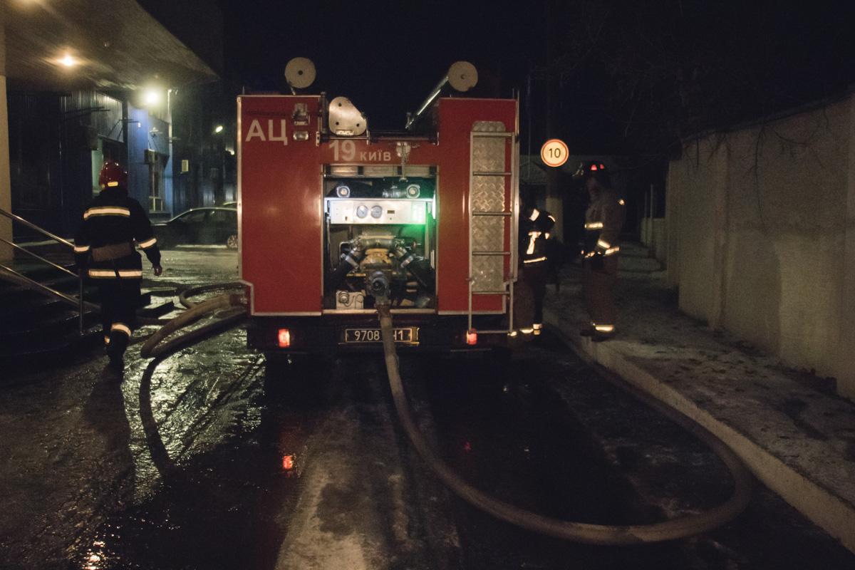 Огонь охватил печатный станок на площади 150 квадратных метров