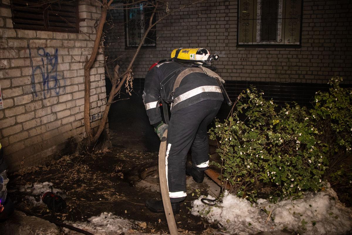 Во вторник, 20 ноября, произошел пожар в теплотрассе под жилым домом по адресу Василия Липковского, 35а