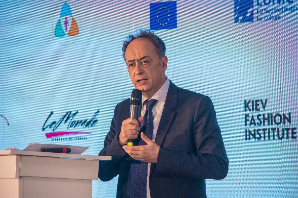 Форум посетил глава Представительства ЕС в Украине Хюґ Мингарелли