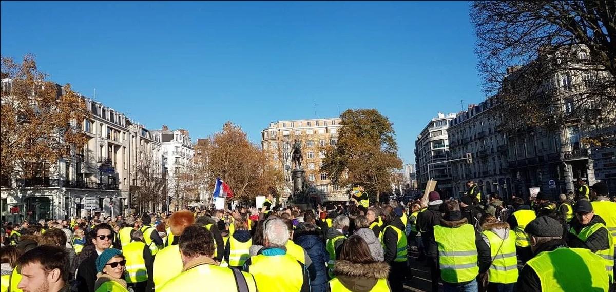 Водители надели ярко-желтые жилеты в знак протеста