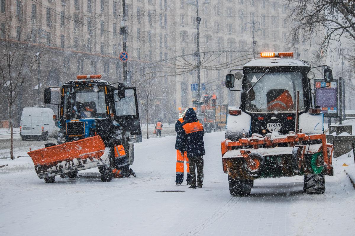 Всего на улицах Киева работает 339 единиц техники