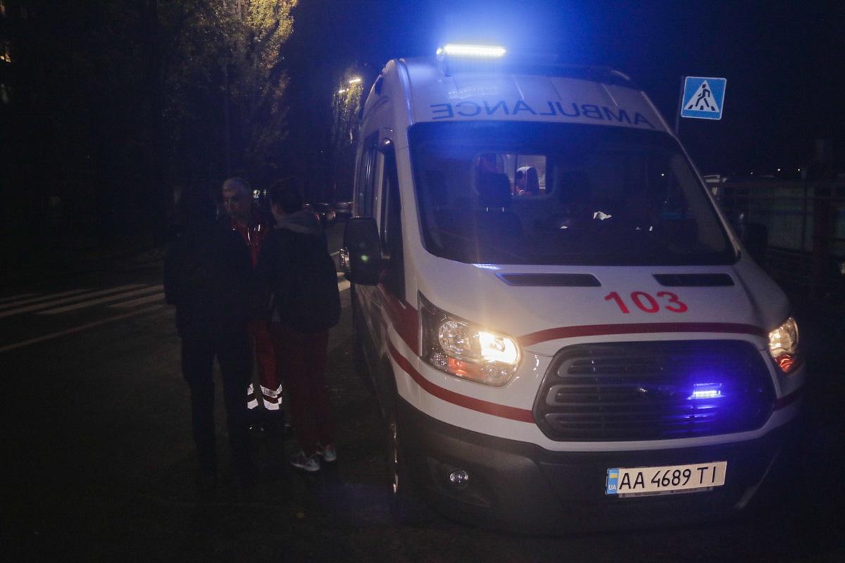 Медики оказали пострадавшему первую помощь и госпитализировали