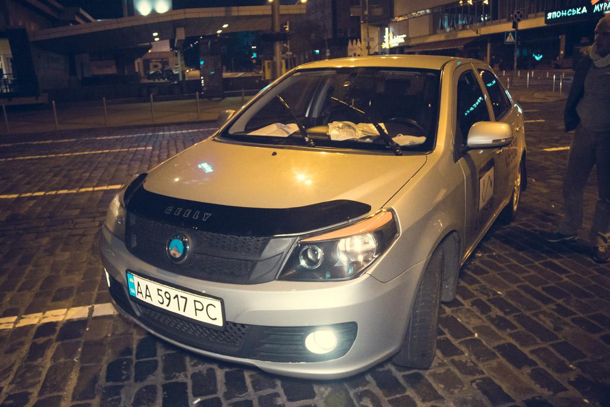В Киеве возле НСК Олимпийский патрульные задержали водителя Uber