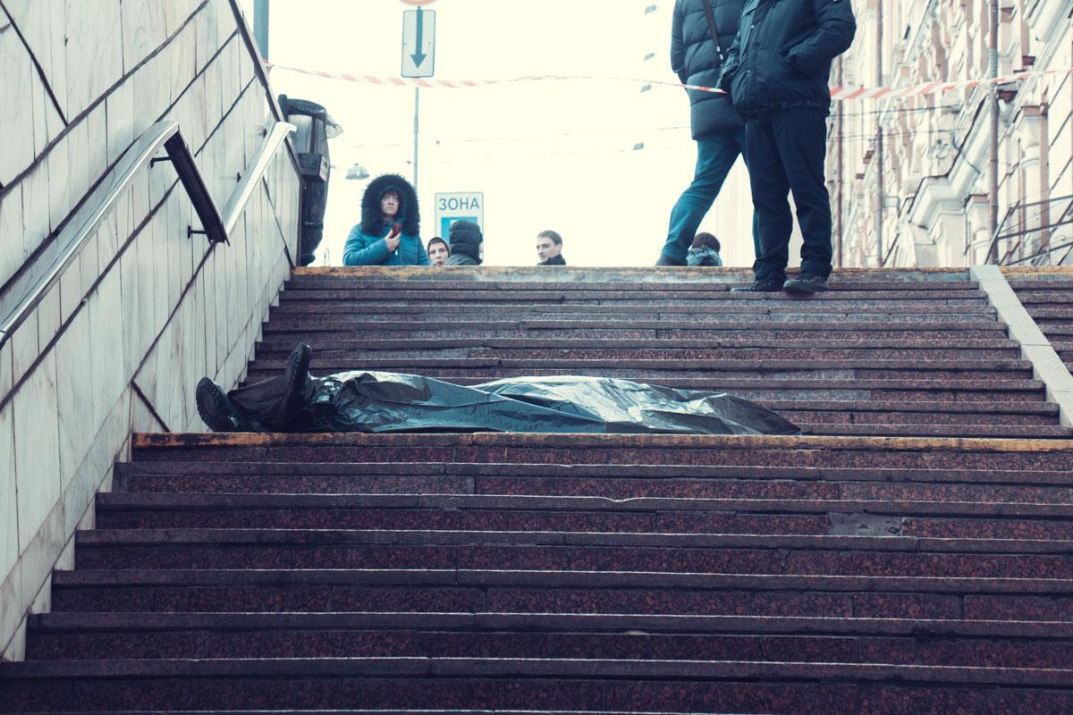 Один из выходов со станции метро Театральная закрыли на время следственных действий