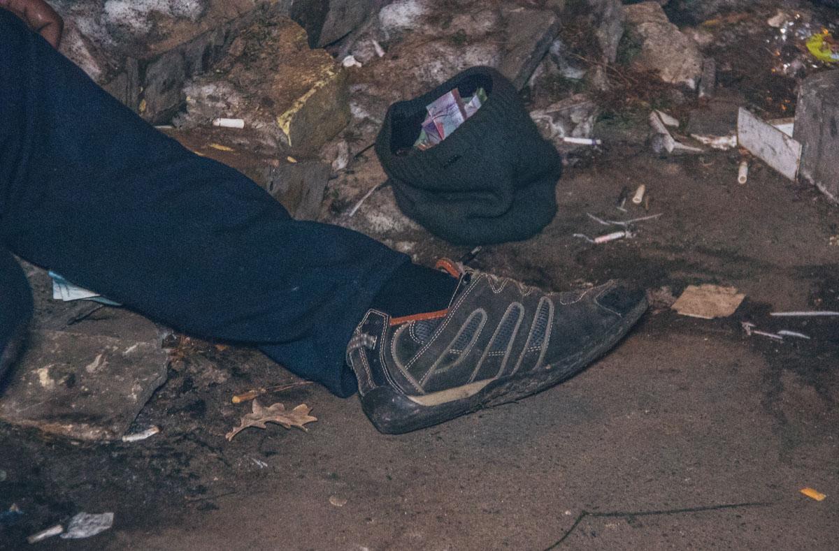 Документов у погибшего при себе не было, но были наличные, на бездомного он не похож