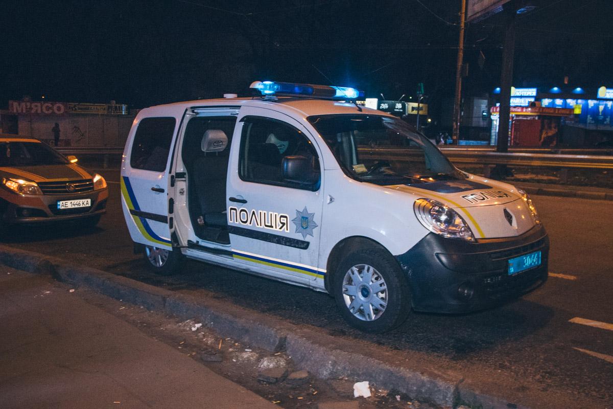 На месте работали сотрудники полиции, следственно-оперативная группа и медики