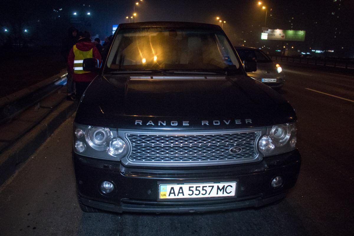 При проверке автомобиляRange Rover полицейские обнаружили в его салоне незарегистрированный пистолет для отстрела резиновых пуль