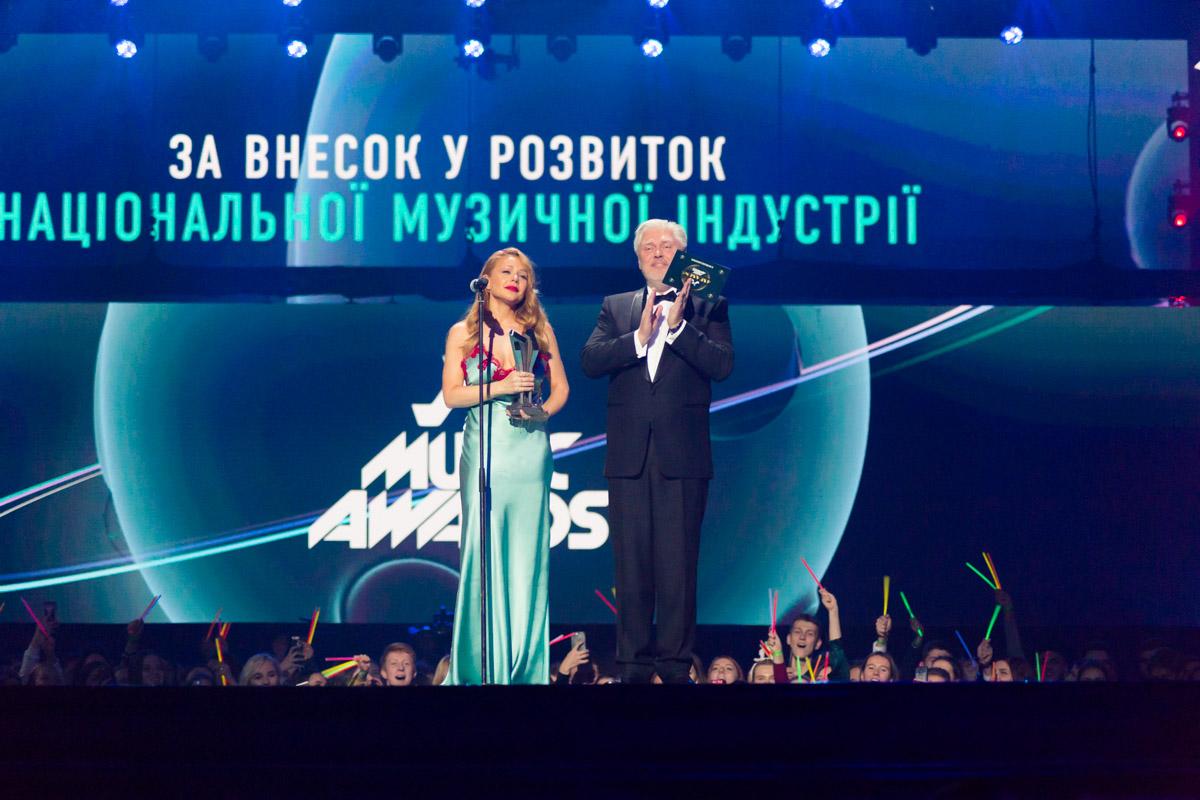 Тину Кароль отблагодарили за взнос в развитие национальной музыкальной индустрии