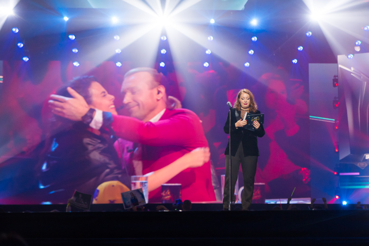 Настю Каменских и Олега Винника наградили дистанционно, в прямом эфире другого телешоу