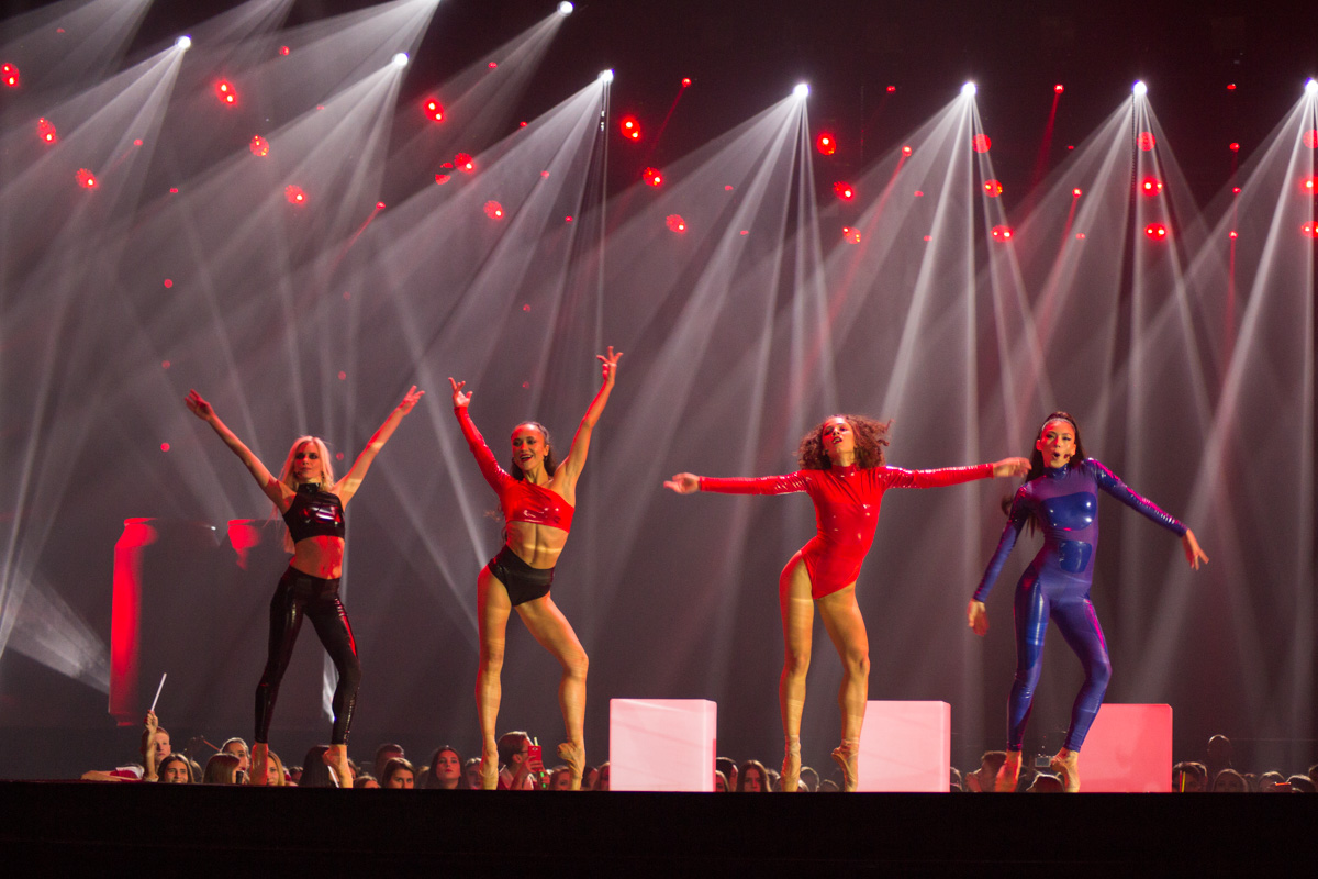 Группа Funking Smoothie разогрела публику веселой мелодией и зажигательными танцами