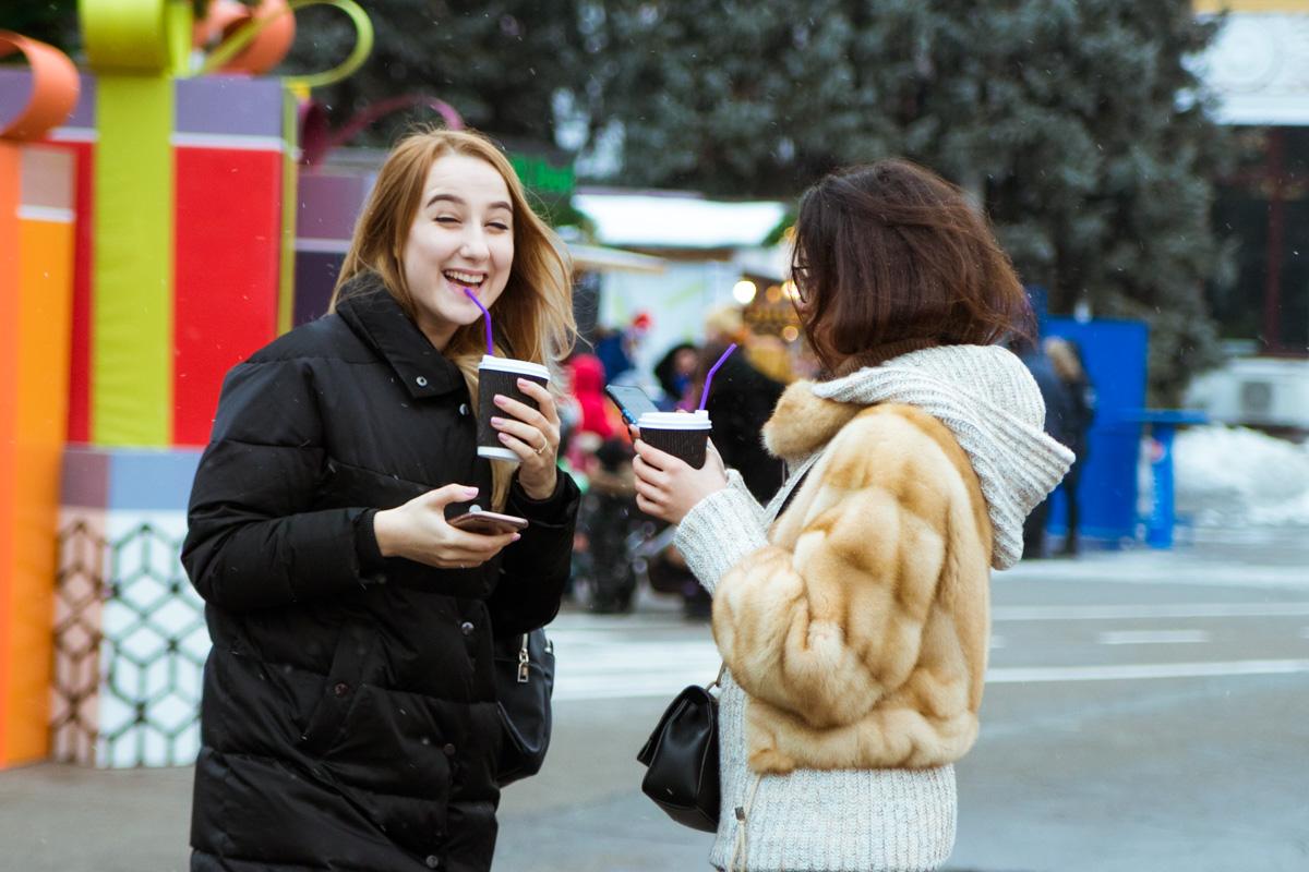 Горячий кофе, чай или глинтвейн - лучшее сопровождение для зимних прогулок парком