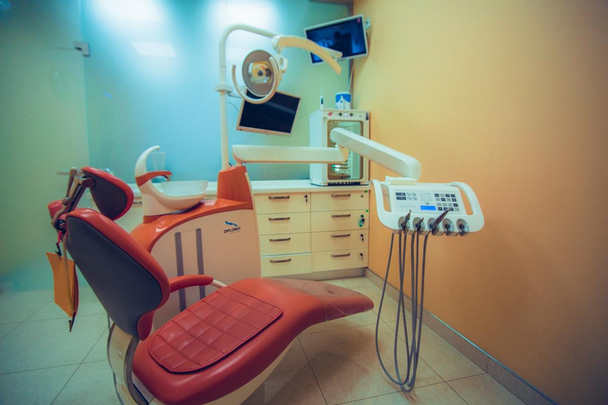 Чтобы пациент не почувствовал неприятных ощущений, врачи применяют качественные анестетики
