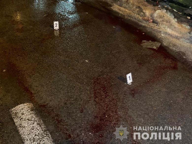 В Киеве на улице Маяковского между двумя мужчинами произошел конфликт, в ходе которого один из них выстрелил в другого