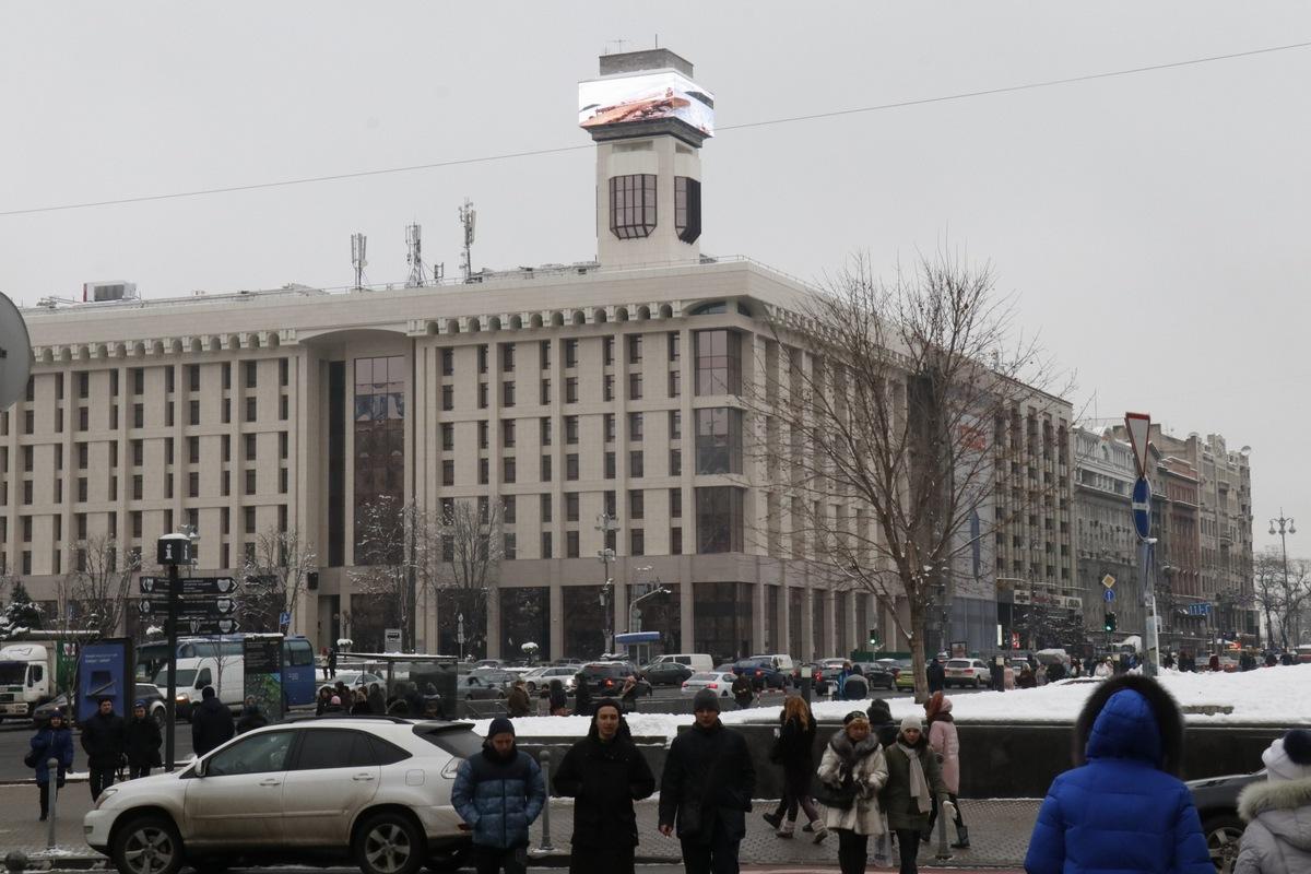 В Киеве включили часы на Доме профсоюзов