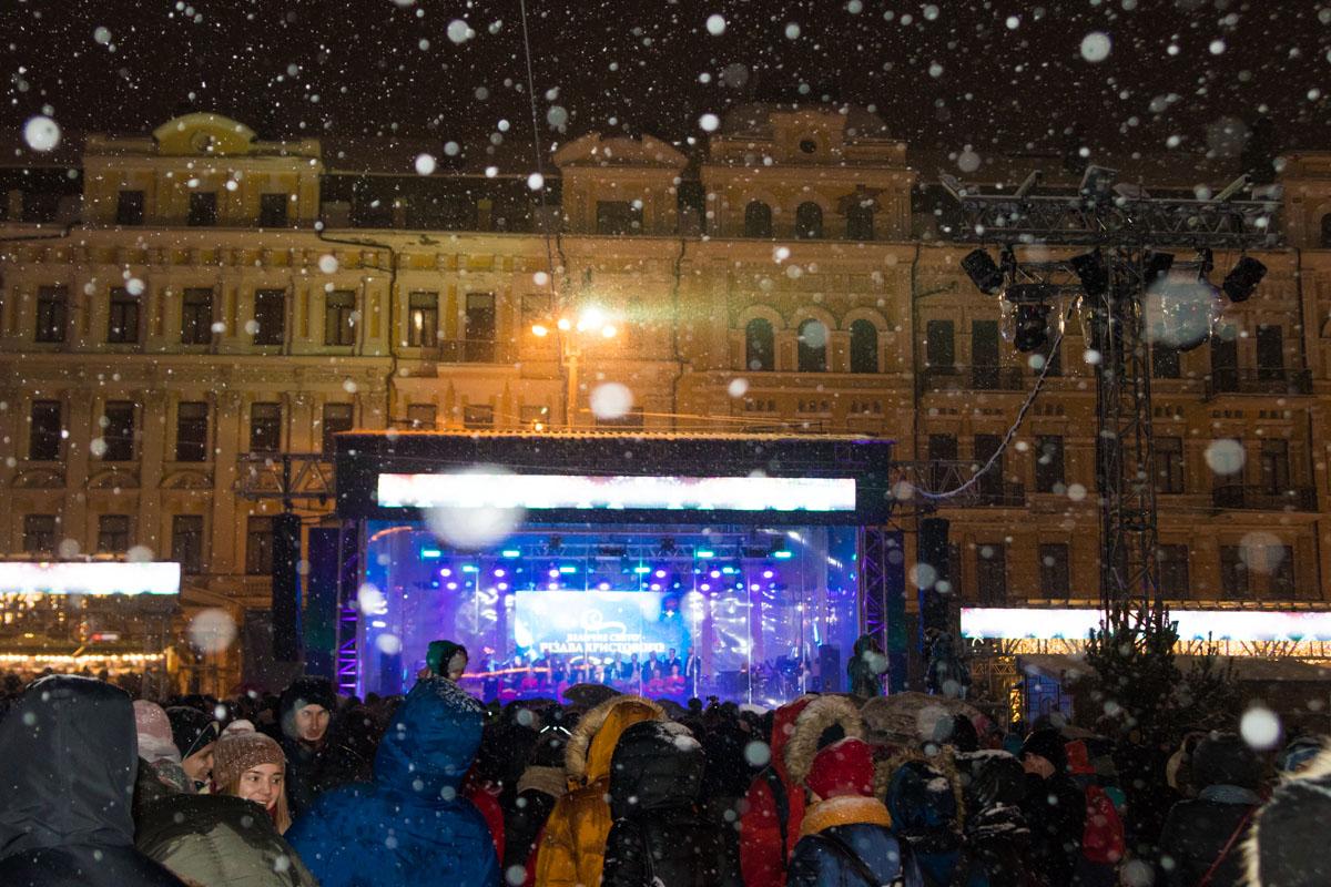 В канун Рождества на Софийской площади организовали праздничный концерт