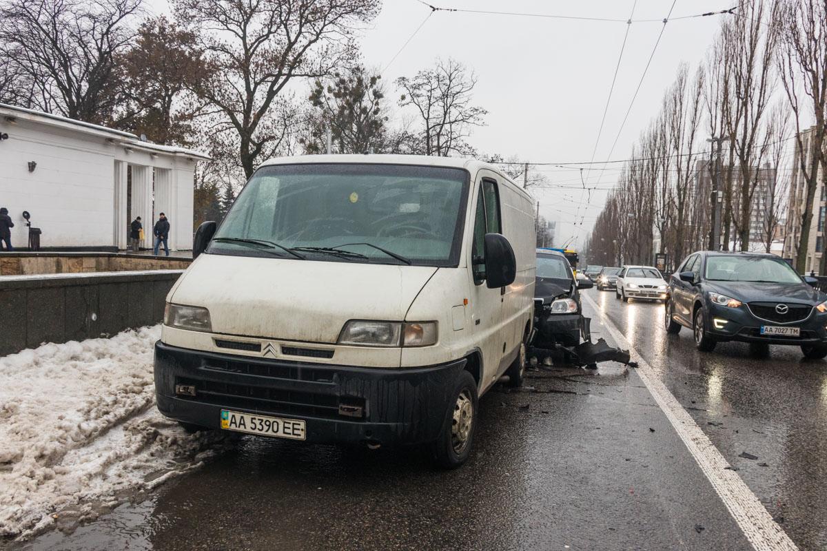 На бульваре Тараса Шевченко столкнулись три автомобиля