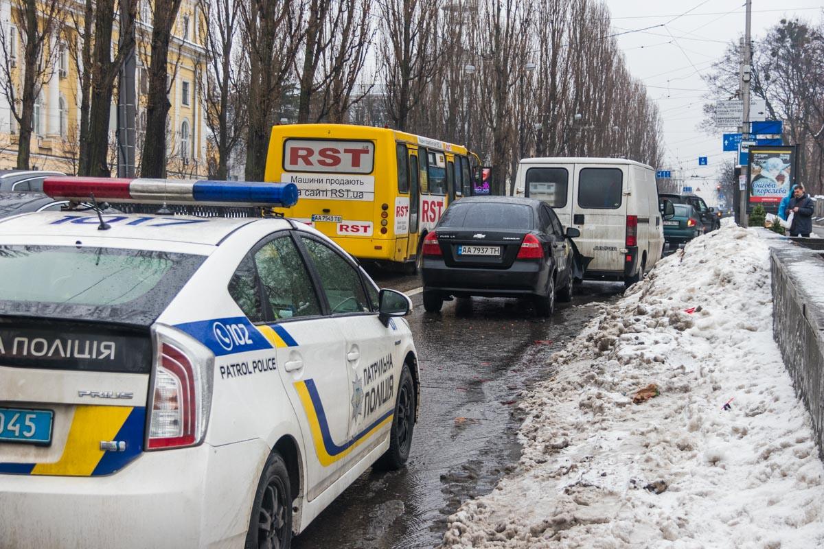 На месте работала патрульная полиция и следователи