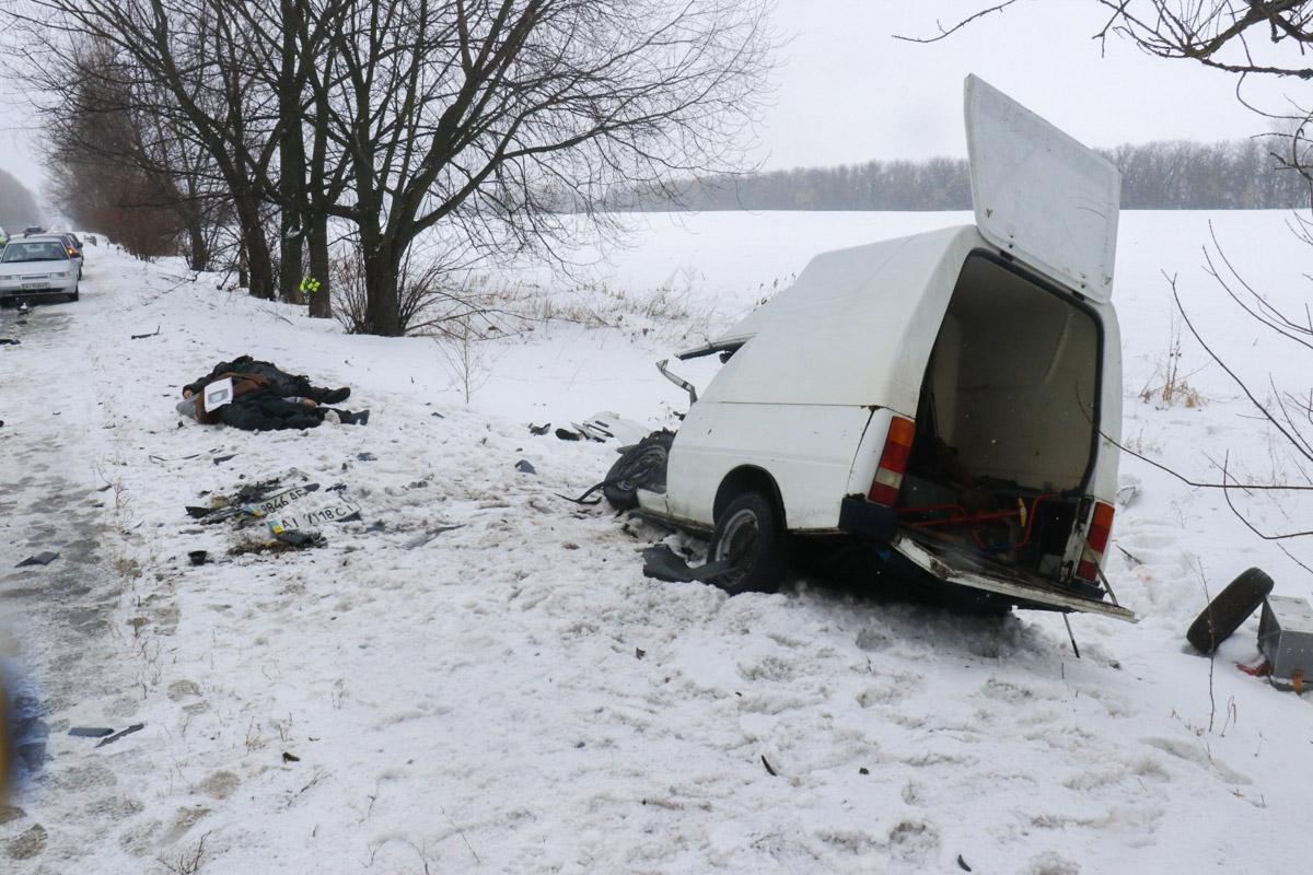 """По предварительной информации, """"Нива"""" ехала в сторону Киева, а вторая машина - в противоположном направлении"""