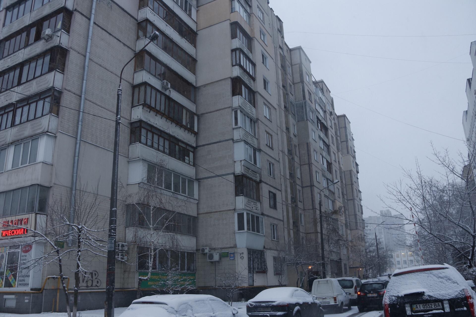 12 декабря в Киеве по адресу улица Ларисы Руденко, 6 лифт зажевал детскую коляску