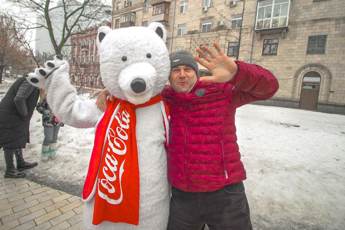 Coca-cola и ее белые медвежата - уже традиционные для Нового года