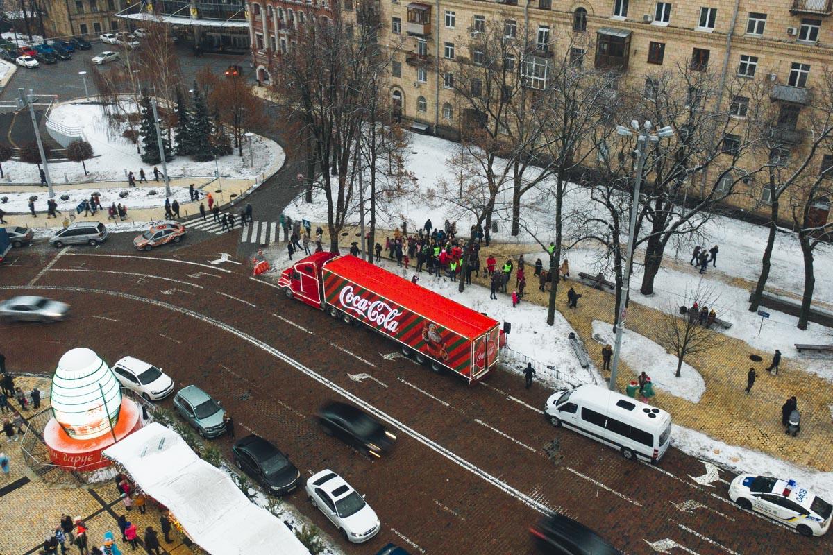 В Киев на Софийскую площадь грузовичок прибыл в 14:00