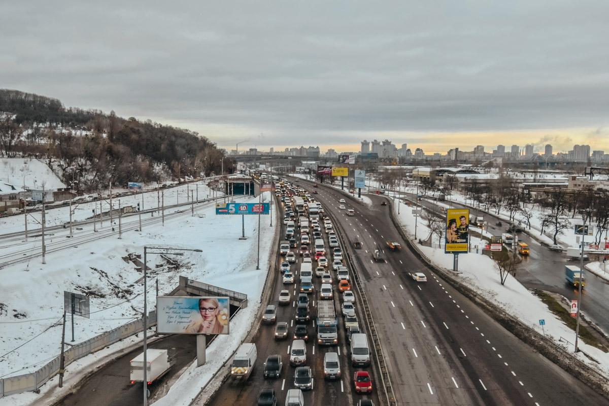 ДТП спровоцировало пробку от Дарницкого до Южного моста в сторону Столичного шоссе