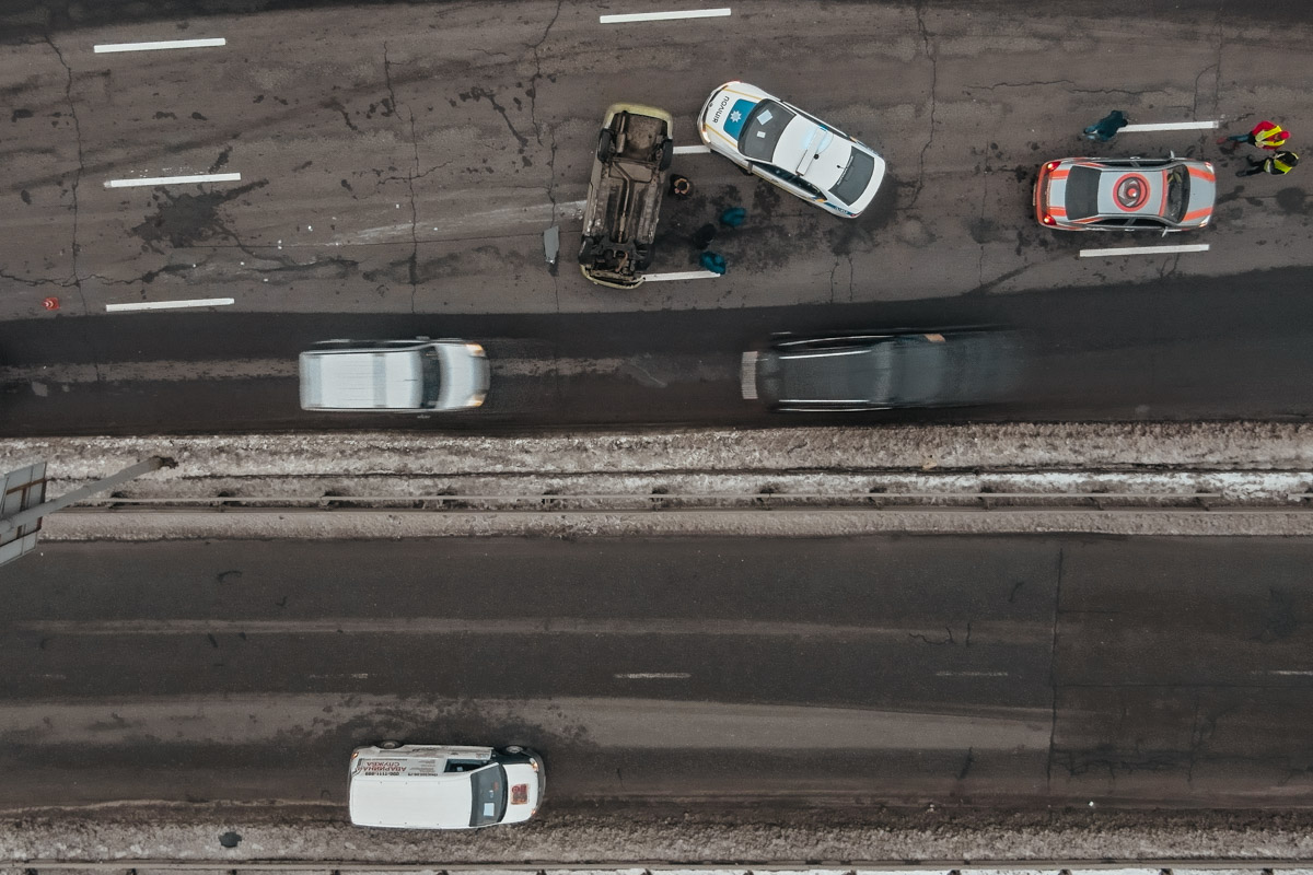 На Надднепрянском шоссе перевернулся Chevrolet с ребенком