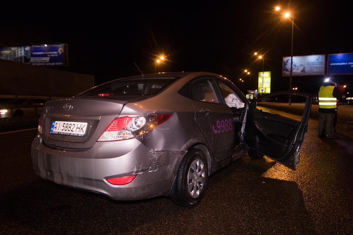 Водитель автомобиляHyundai с пассажиром двигался по проспекту Бажана в сторону Харьковской площади