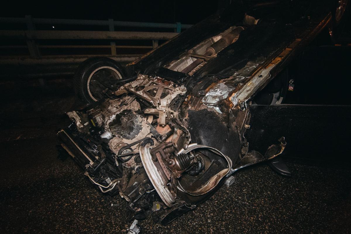 В районе Корчеватого мужчина за рулем легковушки попытался обогнать тягачDAF с правой стороны