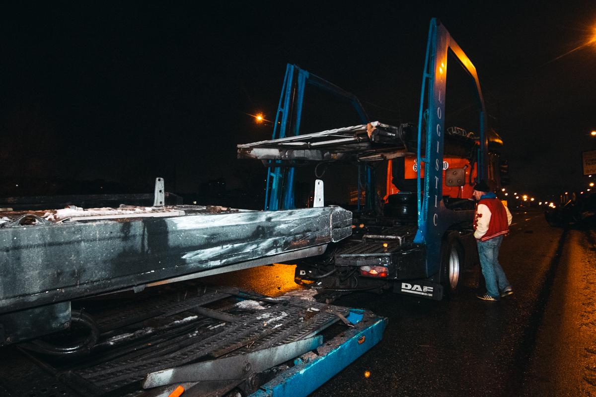 Повреждения на грузовике от столкновения с Audi