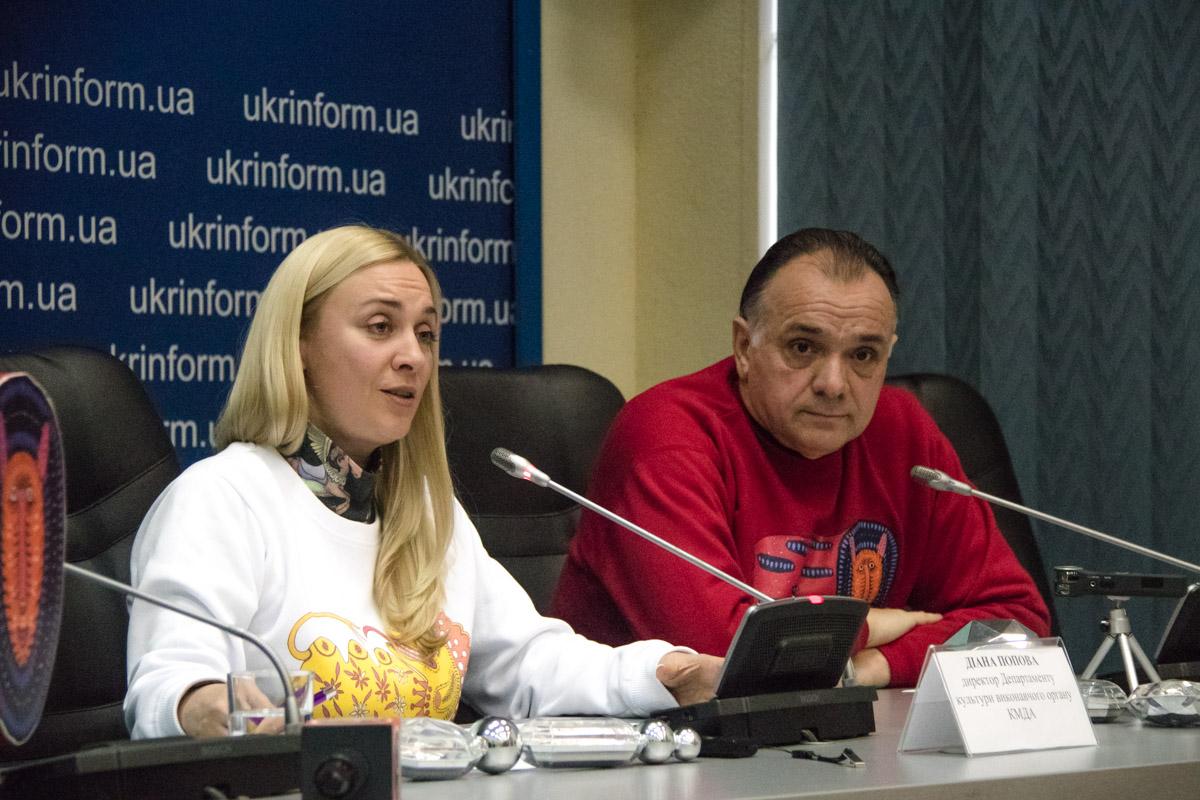 В Киеве откроют 2 главные елки страны