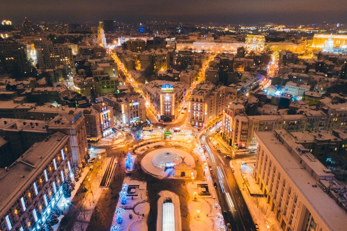 Покрытый снегом красавец Киев выглядит величественно и, в то же время, почти невесомо