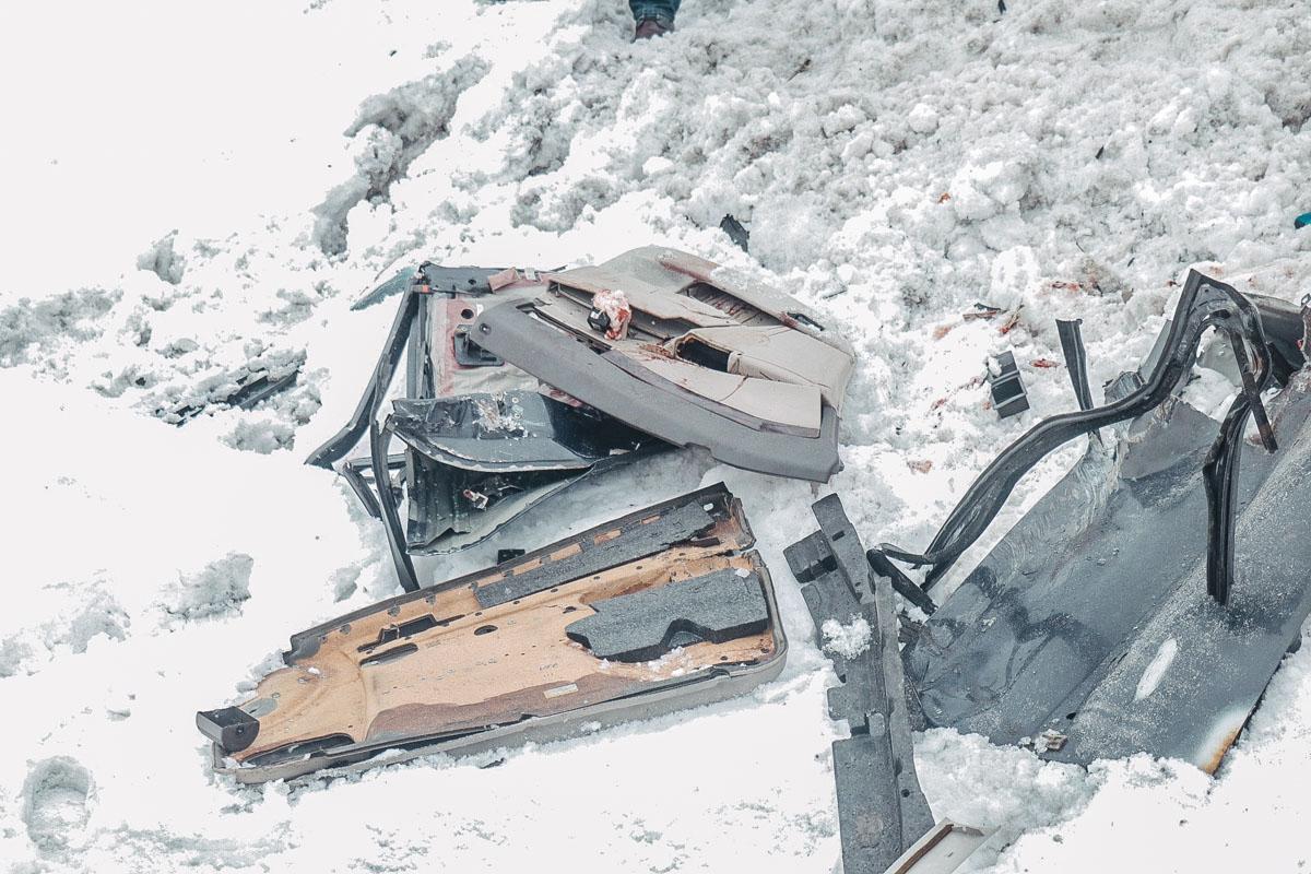 На трассе Киев-Чернигов, возле поселка городского типа Залесье произошла смертельная авария с участием автомобиля Opel и мусоровоза