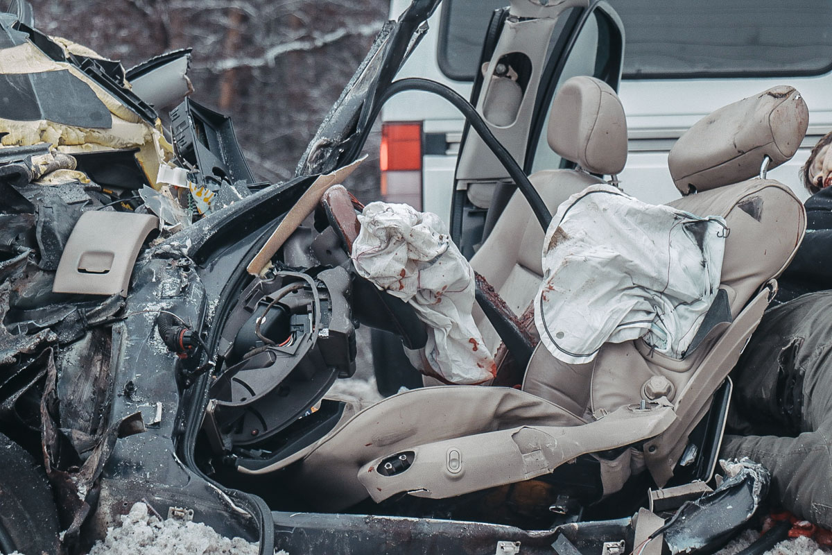 Трое человек из легкового автомобиля погибли, еще двое находятся в тяжелом состоянии