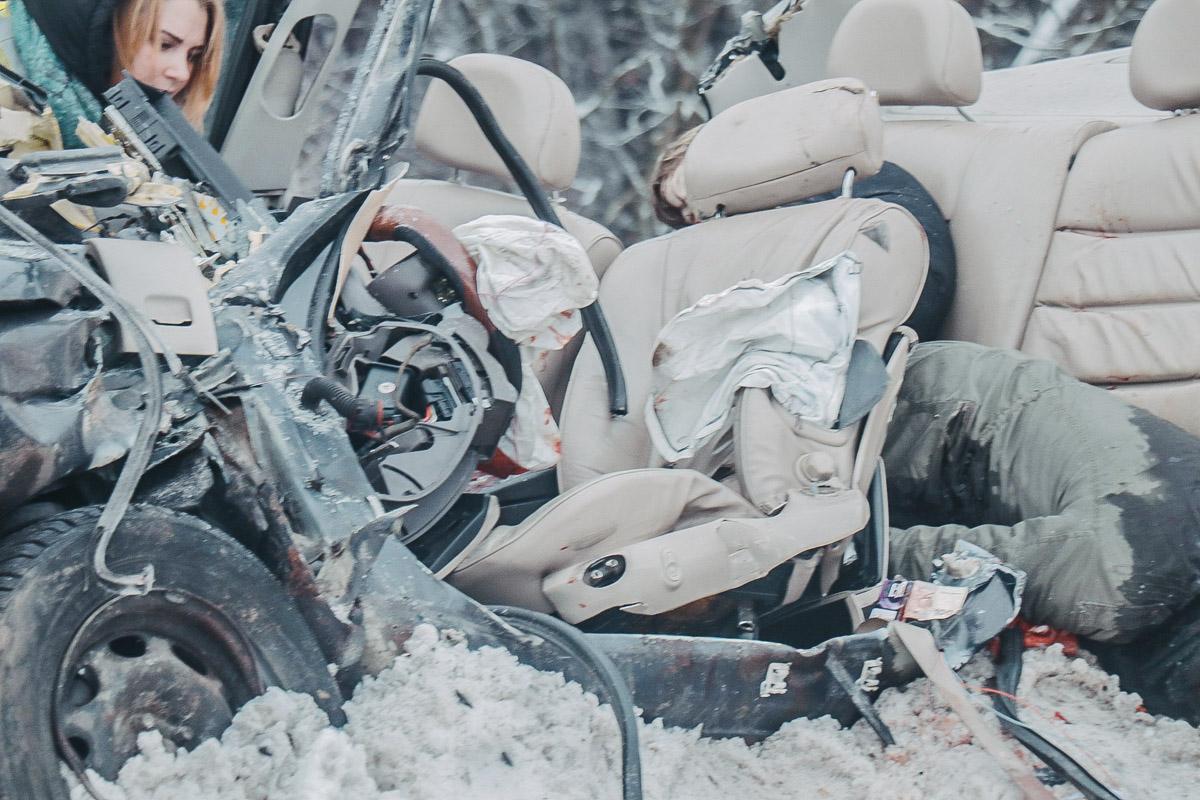 """На месте работали экипажи патрульной полиции, """"скорая"""", следственно-оперативная группа и спасатели ГСЧС"""