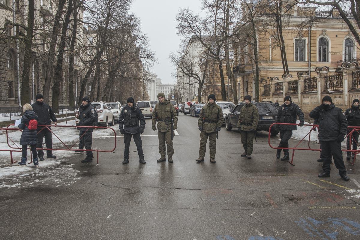 Проход на Банковую закрыли правоохранители