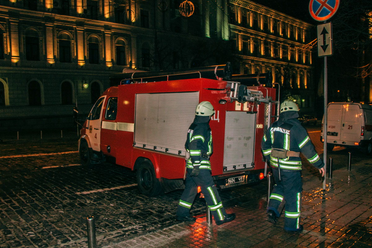 Как оказалось, работники театра ликвидировали огонь еще до прибытия спасателей