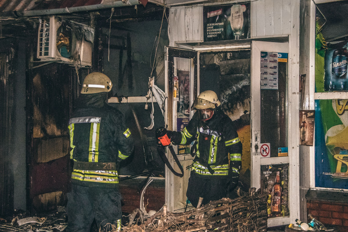Весной 2018 года по этому же адресу горело кафе, которое находилось в одном здании с продуктовым магазином.