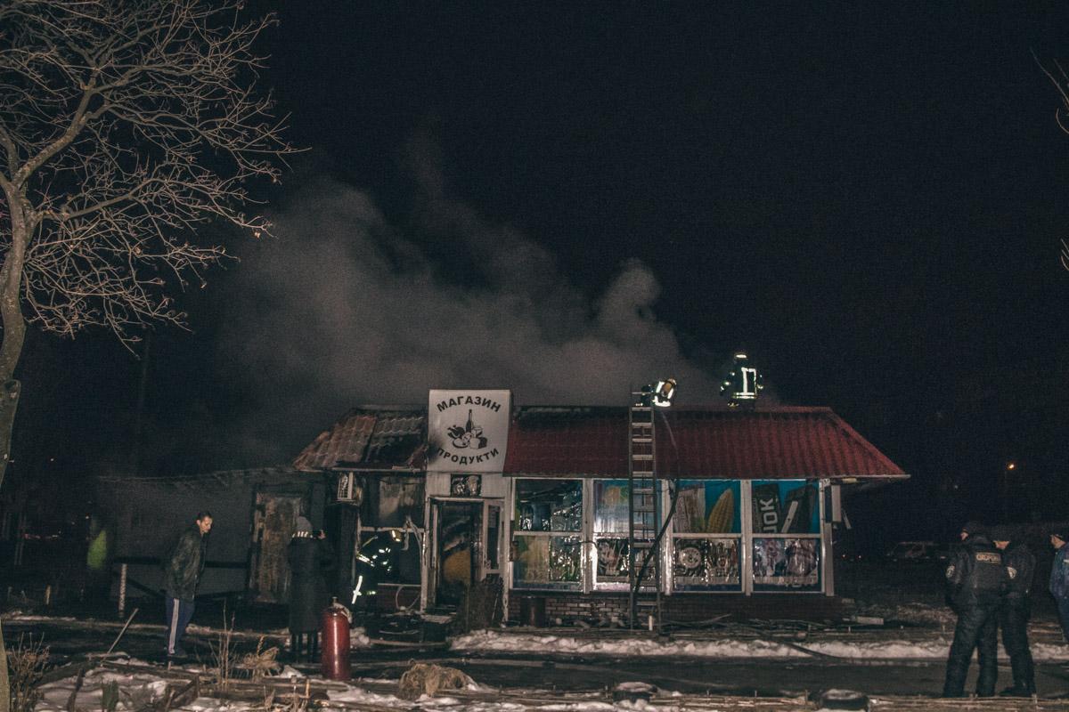 По адресу улица Березняковская, 18 загорелся продуктовый магазин