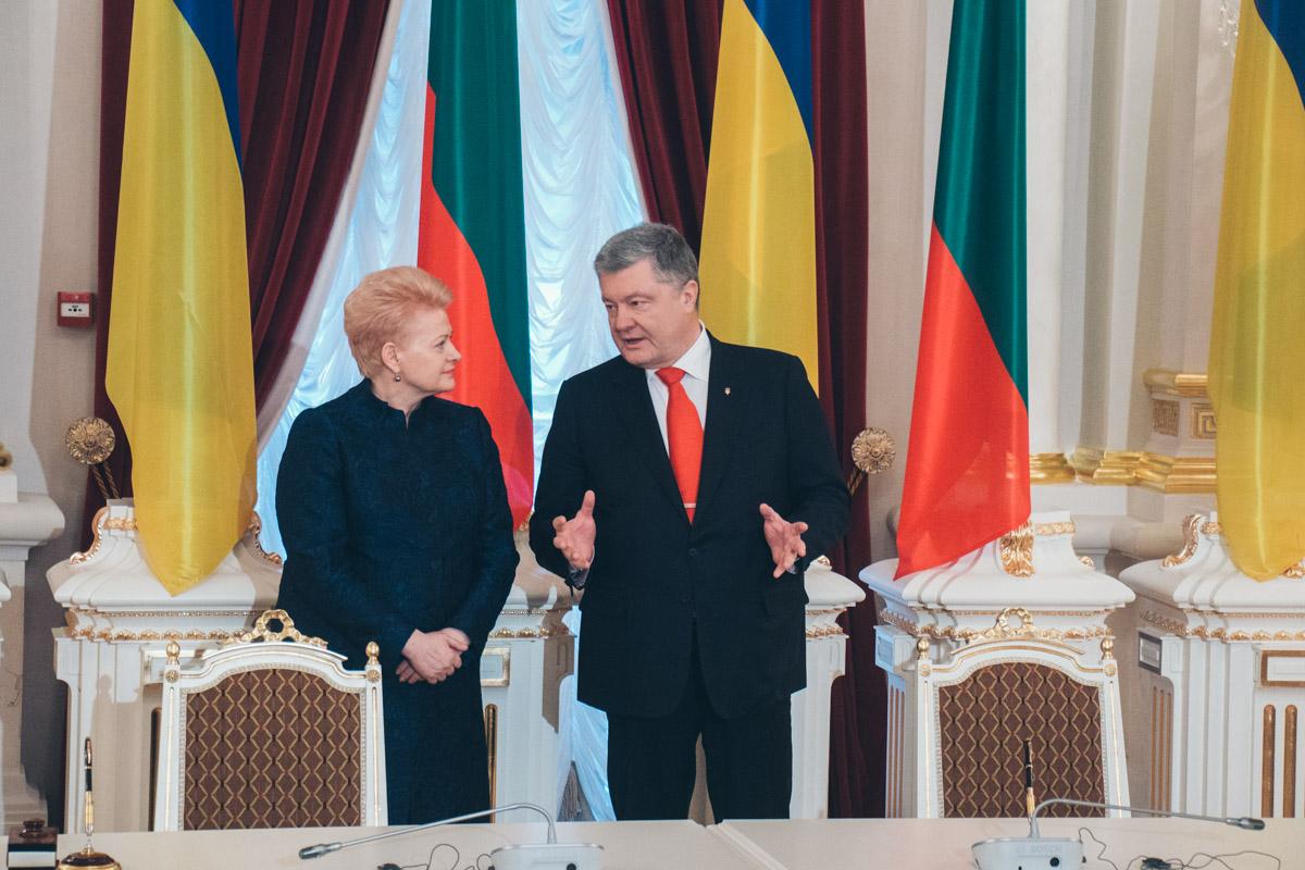 Порошенко поблагодарил Литву за помощь в укреплении обороноспособности Украины