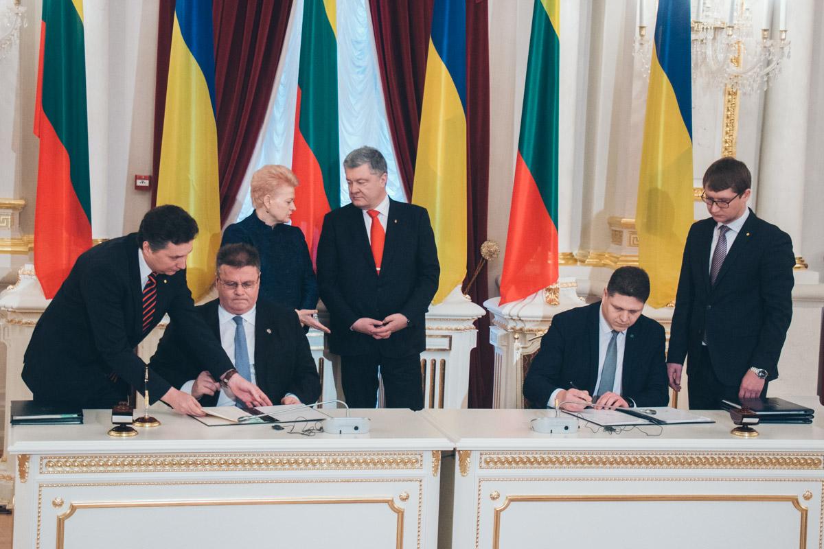 По завершению переговоров стороны подписали Межправительственное соглашение о трудоустройстве и сотрудничество в сфере трудовой миграции