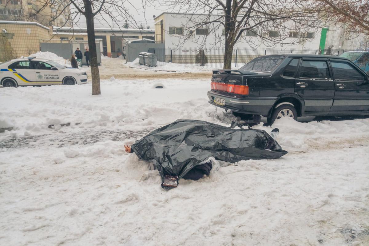В понедельник, 3 декабря, 27-летний мужчина выбросился с 14 этажа дома по адресу Олейника, 3