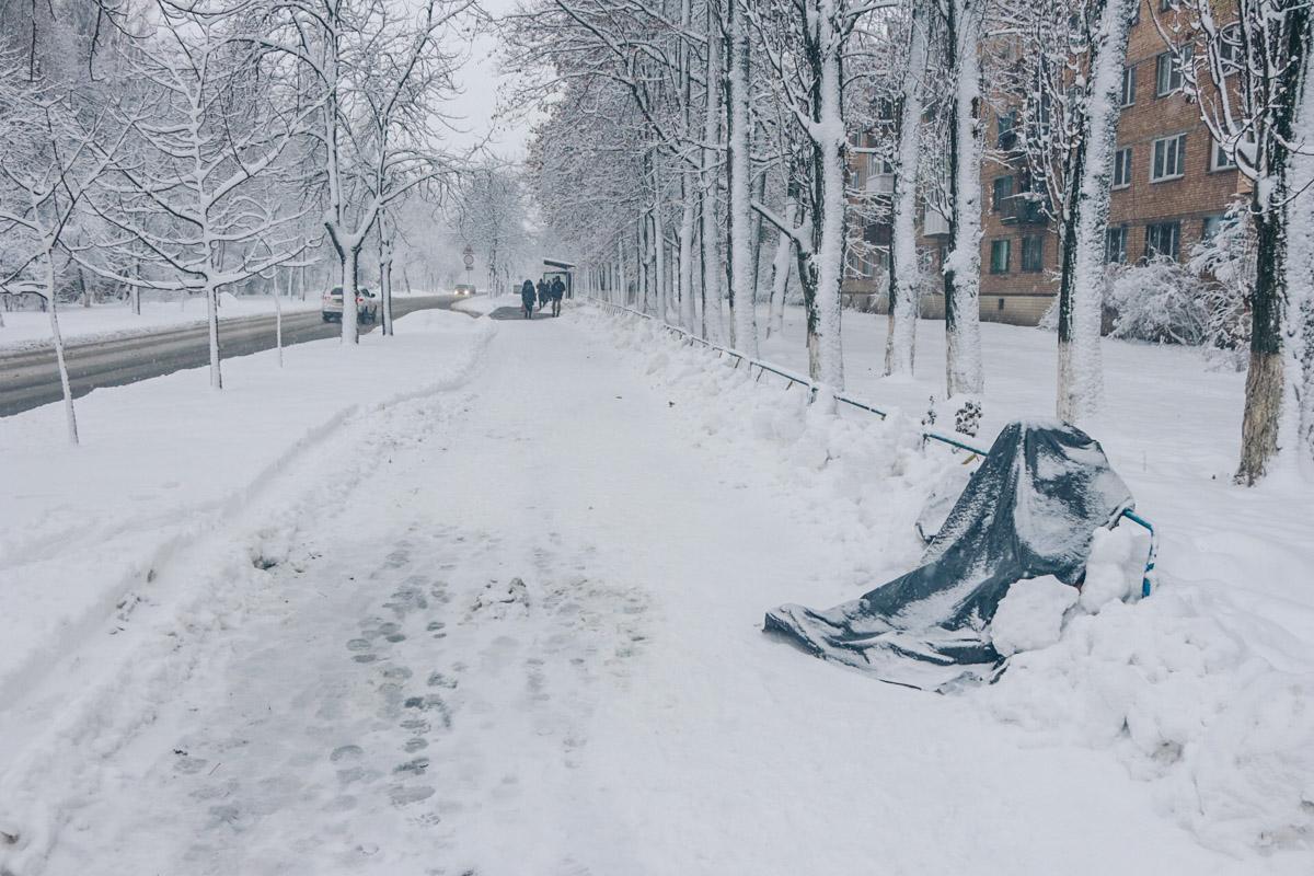 В Киеве на Академика Туполева, 7 обнаружили труп мужчины