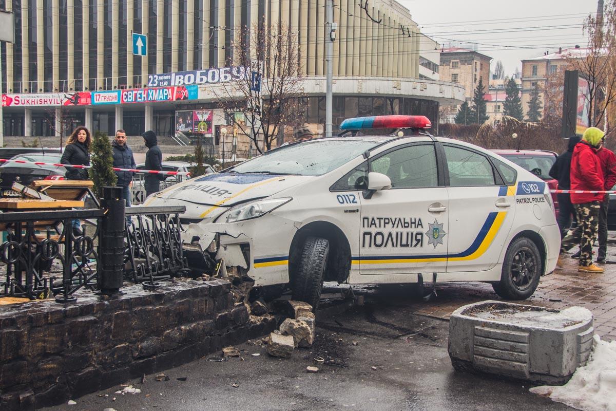 На перекрестке с улицей Немецкой Prius подрезал автомобиль Mercedes, который как раз поворачивал на улицу Немецкую