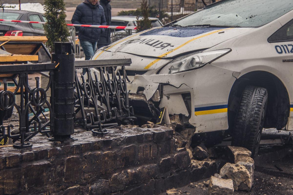 На перекрестке с улицей Немецкой полицейских подрезал автомобиль Mercedes, который как раз поворачивал на улицу Немецкую