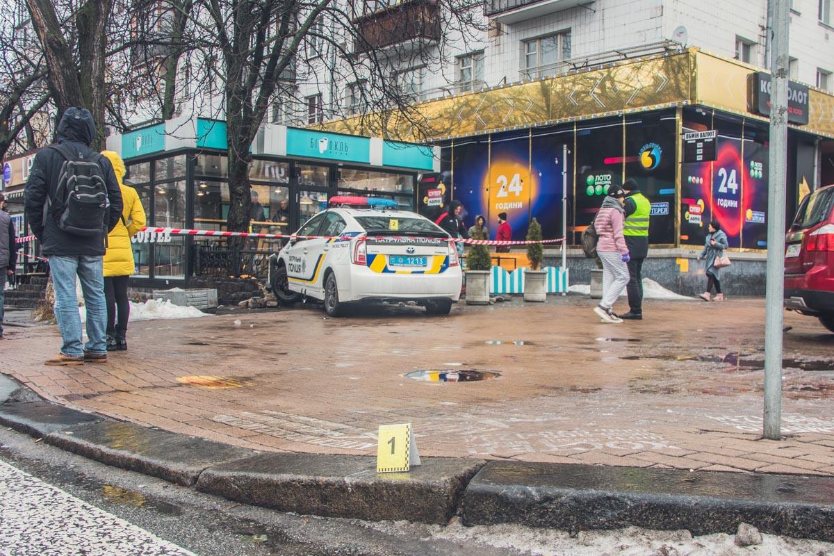 В Киеве на улице Большая Васильковская произошла авария с участием полицейского автомобиля Toyota Prius