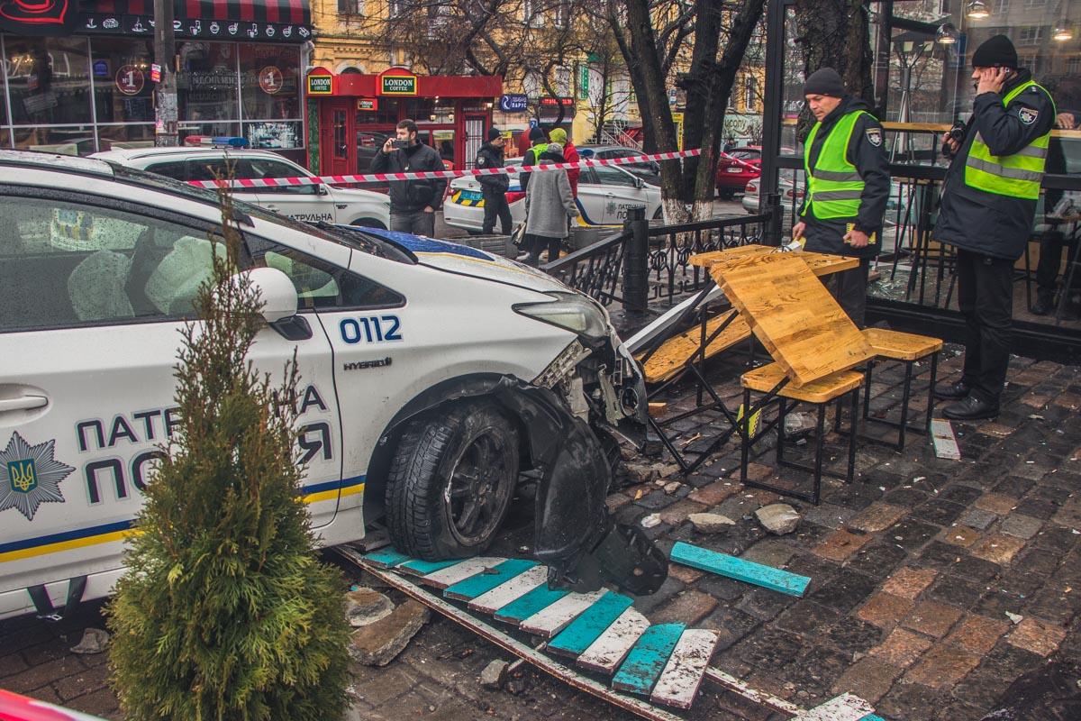 """Полиция опрашивает свидетелей и водителя """"немца"""""""
